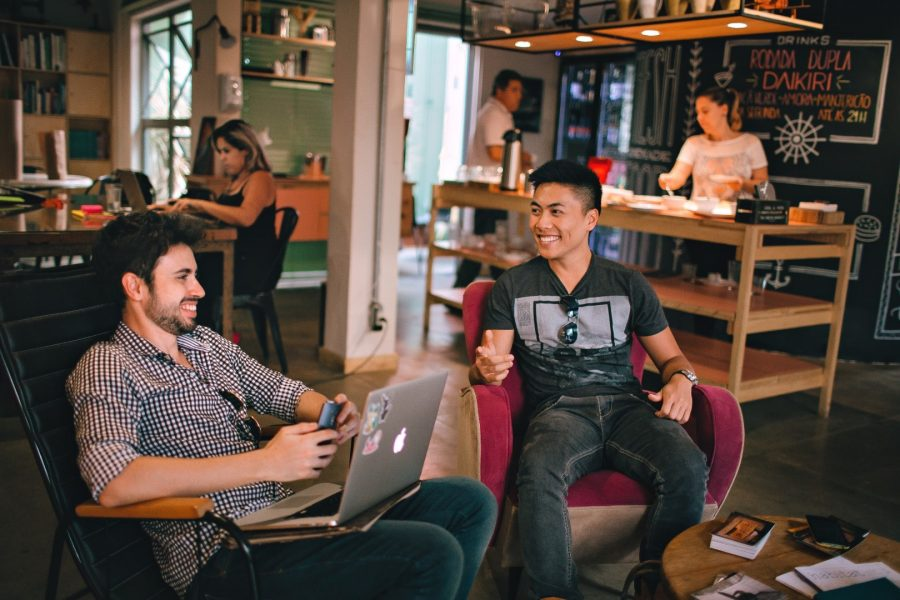 Discover new places and meet new friends when working remotely while traveling