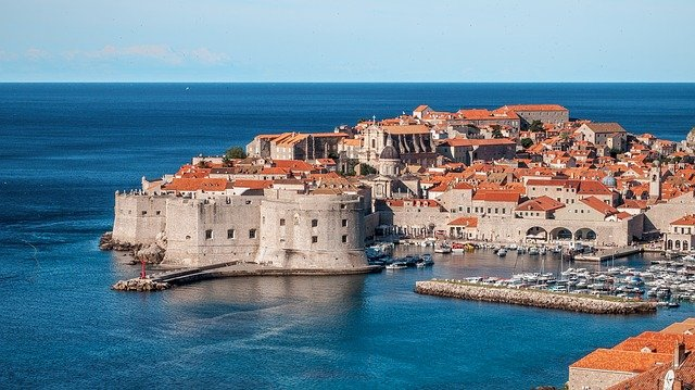 Travel in 2020 to Croatia: Non-EU citizens must show proof of a negative PCR test no older than 48 hours. -